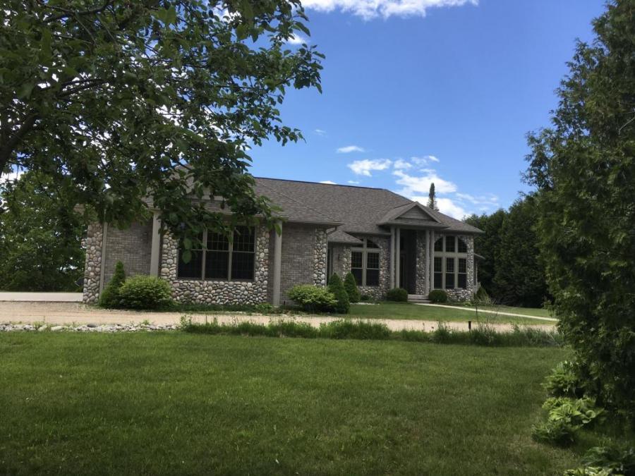 8901 Swan Pointe Road, Cheboygan, Michigan
